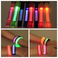 Wholesale LED Wrist Band Flashing Running Bracelet Lights Flash Glowing Arm Cuff Cycling Walking Running Armband Led Nylon UP Safety Wristband D161