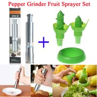 Wholesale Stainless Steel Black Pepper Grinder Mill and Lemon Hand Fruit Sprayer Set Juicer Juice Spray Device Kitchen Dinning Tool
