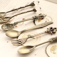 Wholesale Kitchen dining bar Nostalgic vintage royal style bronze carved eco friendly small coffee spoon and small fork for sweet snacks