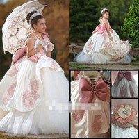Wholesale Vintage Light Pink Ball Gown Flower Girls Dresses Saphatti Strapless Puffy Princess Girls Pageant Gown First Communion Dresses Custom