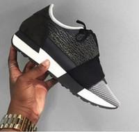 Precio de Designer brand name men shoes-El diseñador caliente nombra a hombres de la marca de fábrica calza la manera plana desnuda el acoplador de cuero negro entero mezcló el corredor del traidor corredor los zapatos unisex