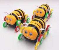 Kid niños educativos dibujos animados coche eléctrico de juguete Little Bee salto automáticamente Turning niños eléctricos extraño nuevo juguete