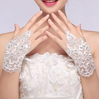 Wholesale New Arrival Fashion Sequins Embroidery Bridal Gloves White Ivory Wrist Length Fingerless Gloves Hollow Lace Wedding Gloves