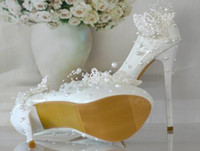 aa pictures - Beautiful butterfly wedding shoes bride pearl lace picture taken the bride bridesmaid shoes elegant dress shoes
