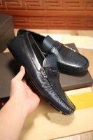 al por mayor los zapatos de los conductores-Venta al por mayor hombre de diseño hombres de cuero genuino hombres conducir los holgazanes de moda de lujo marca resbalón en el conductor zapatos de tamaño 38-44