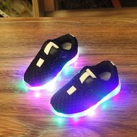 Wholesale New Fashion LED lighting children casual shoes boys girls luminous flashing sneakers baby kids light up boots tenis infantil