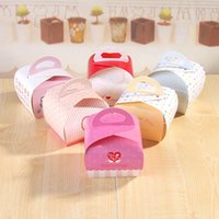 bakery boxes free shipping - 9x7 x8 cm Portable Handle Macaron Bakery Cake Boxes Mousse Cookies Pastry Packaging Boxes colors for you