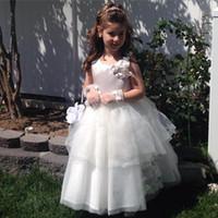 achat en gros de robes de soirée de filles de pagent-2016 Nouvelle Arrivée Robes Fille Fleur Blanche Sans Manches Scoop Cou A-ligne Tulle avec Fleurs Formal Pagent Robes pour Bridal Party