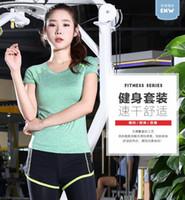 al por mayor juegos de los deportes de yoga-dos pantalones deportivos elásticos adaptan a los juegos de fitness mujer delgada que activa que absorbe la ropa de manga corta camiseta de la hembra de yoga