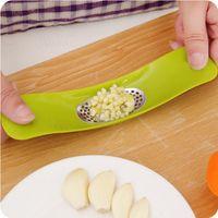 Wholesale Garlic Crusher Press Mincer Stainless Steel Garlic Press Grinding Slicer Chopper Cutter Kitchen Accessories Seesaw Shape colors
