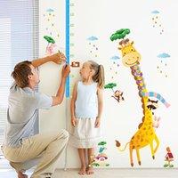 La etiqueta engomada de la pared de la altura de los niños de la jirafa DIY de la historieta / el papel pintado de la etiqueta engomada de la carta de crecimiento de la jirafa para el bolso casero de la decoración los 60 * 90CM 1pc / opp