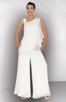achat en gros de palefreniers costumes élégants-Mother Of The Bride Groom Pant Suit froncé Crystal Plus Size White en mousseline de soie femmes élégantes de mariage formel invités Robes