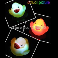 Wholesale Yellow Duck Bath Flashing Light Toy Baby Kids Bathroom Toys LED Multi Colors Bath Duck Lovely Gift for Child E5M1 order lt no track