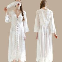 Wholesale Embroidery White Lace Bridesmaids Robes Princess Long Sleeve Maxi Womens Sleepwear Robes batas de casa mujer
