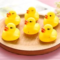 Wholesale hot sale baby kids bath toys cute mini yellow rubber ducks with sound child water toys