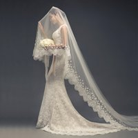 Wholesale One tier Cathedral Bridal Veils With Lace Applique Edge Cheap Gorgeous Wedding Veils Fall Soft Tulle With Flower