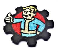 al por mayor parches bordados chicos-GPS-032 3.15 * 3.15 pulgadas Patches Vault Boy Patch bordado con insignia de brazalete de cinta mágica Vault Pip Boy Fiesta de Navidad Applique Fallout GAME