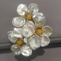 Wholesale Romantic flowers natural freshwater pearl brooch pins with wax jade flower brooch fashion women jewelry
