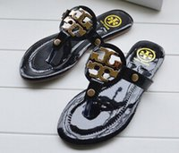 Wholesale The new European cool slippers in Europe and the flat female cool sandals flip flops pinches female