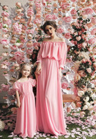 Wholesale Unique Green Peach Mother and Daughter Chffon Dresses Off the Shoulder Design Pleats Bridal Dresses Family Outfits Floor Length