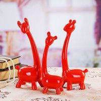 art business careers - Office Home Decor Fashionable Europe Resin Crafts Family of Three Giraffes Business Gifts Arts and Crafts
