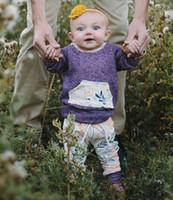 al por mayor niñas pequeñas prendas de vestir de color púrpura-Las muchachas de los bebés de las muchachas de las muchachas del bebé de la ropa del bebé encajonan los pantalones de las chaquetas 2 PC de la flor púrpura recién nacida de los cabritos de la flor