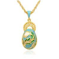 Elegante Peacock Tail Faberge Egg Charm esmalte de color de la mano Russian Style Egg Necklace for Easter Day