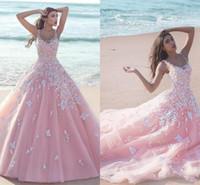 achat en gros de quinceanera blanc-2016 New Rose Quinceanera robe de bal robes à encolure dégagée Tulle avec des fleurs blanches autocollantes dentelle long bonbon 16 balayage train Party Prom Robes