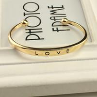 achat en gros de bracelets en alliage d'or-Mode alliage texture féminine amour minimaliste bracelets bracelets or argent rose or 3 couleurs cadeau de la Saint-Valentin