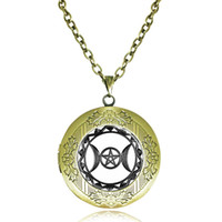 Wholesale Glass Locket Pendant Triple Moon Goddess Locket Necklace Wiccan Jewelry Memories Photo Frame Pagan Jewelry Magic Pentagram Pentacle Choker