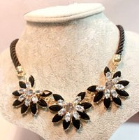 Wholesale Brilliant Weave Flower Decoration Choker Necklace For Women Hot Sale Rhinestone Wedding Jewelry Rope Necklace Collares Vintage African