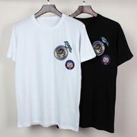 achat en gros de mens motifs de broderie-2016 Designs Hommes T-shirt broderie Le badge d'oiseau Hommes Chemise à manches courtes Hommes Chemise courte T-shirt occasionnel Tee de coton pur