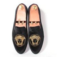 Precio de Hombres zapatos nuevos estilos-Zapatos de la boda Promoción de los nuevos hombres del partido de los holgazanes de ter del estilo de Europa bordadas zapatillas de terciopelo negro mocasines de conducción