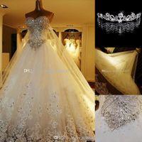 al por mayor a-line bridal dress-Vestidos de boda de lujo de cristal cordón de la catedral de encaje de la espalda Vestidos de novia 2016 una línea de novia apliques de perlas Jardín Corona gratuito