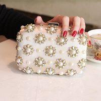 Wholesale Hot Sale New Fashion Lady Clutch Bags Elegant Peals Rhinestone Beaded Floral Flap Clain Women Bag For Bridal