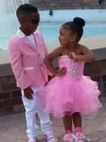 Precio de Lazo formal de color rosa-Chaqueta de color rosa pantalón blanco Kid trajes del F70 Juego de la boda del muchacho / del niño por encargo (+ Tie + chaqueta de la camisa + pantalones)