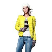 achat en gros de doudounes jaunes-court vers le bas Coat Femmes 2017 Veste New Mode Hiver Femme Noir / Rose / Vert / Jaune Manteaux Parkas Epaississants plus size