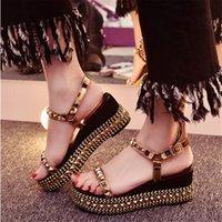Nouvelle Mode Or cloutés Summer High Heel Wedges Sandales Rouge Cuir Semelle Fashion Brand Femmes Occasionnels Sandales Dress Chaussures