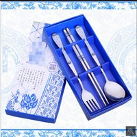 Wholesale Stainless steel portable tableware business activities promotional blue and white porcelain three piece sets of Chinese wind sets wedding