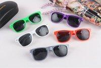 Cheap 1000pcs hot sale classic style sunglasses women and men modern beach sunglasses Multi-color sunglasses