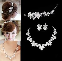 Wholesale 2016 Fashion Design Flower Crystal Pearl Bride Set Necklace Earrings Tiara Bridal Wedding Jewelry Set Accessories For Women