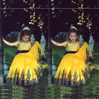 Wholesale Cute Yellow Ball Gown Girls Pageant Dresses Cheap Crew Neck Lace Appliques Floor Length Arabic Flower Kids Formal Wedding Party Prom Gowns