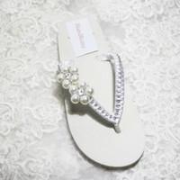 beaded beach sandals - Cheap Simple Wedding Shoes White Ivory Satin Flip Flops For Beach Wedding Bridal Wedding Slip Flops Flowers Flat Heel Low Wedge Sandal