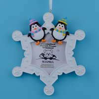 Wholesale Resin adorable colorful hand painted glossy snowflake penguins personalized picture frame ornament that use cadre photo for gifts home decor