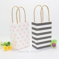 Wholesale New arrival small gift bag with handle simple elegant packing bags wedding paper candy bags portable shopping bag