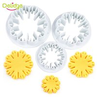 Wholesale Carnation Shape Cake Mould Plastic Cookie Cutter Tool D Cookie Press Mould Biscuit Press Cutter Fondant Cake Decorating Tool
