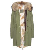 Mr Mrs Italy Coyote Coton fourrure Coton Long Parka capuche avec raccoon collier femmes fourrure veste en vert