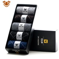 Wholesale 2016 HOT autumn and winter classic business dotted line stripe pattern cotton men in tube socks five pairs box packaging