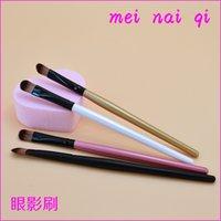 Wholesale Nai Qi Mei single solid wood handle brush eye shadow brush brush for beginners eye shadow brush factory