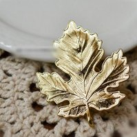 Women's alloy maple leaves - 2016 Men Lapel Pins Fashion Jewelry Wedding Brooch K Gold Maple Leaves Brooch Pin Hunger Games Pin Broches Brooches For Women